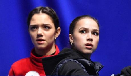 Евгения Медведева и Алина Загитова. Фото: www.globallookpress.com