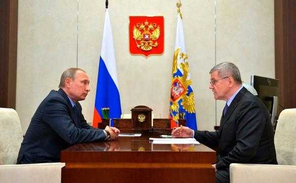 Владимир Путин и Юрий Чайка. Фото: Kremlin Pool/www.globallookpress.com