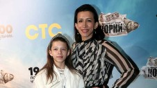 Актриса Елена Борщева с дочерью на премьере сериала телеканала СТС