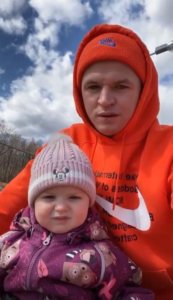 Дмитрий Тарасов с дочерью. Фото: www.instagram.com/tarasov23