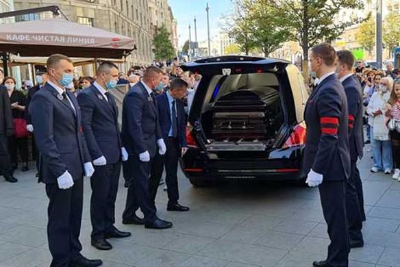 Владимира Андреева похоронили в элитном гробу за 500 тысяч