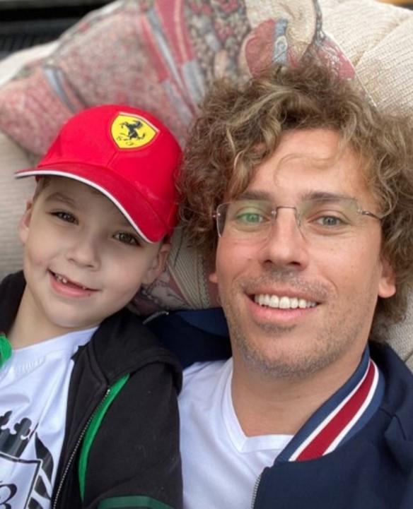 Милый беззубик: в Сети обсуждают новый снимок Галкина с шестилетним сыном
