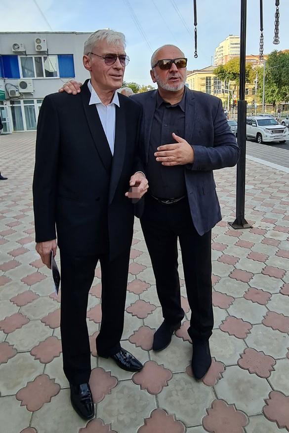 Актер Борис Щербаков и президент фестиваля Сергей Новожилов. Фото: Феликс Грозданов/Дни.ру