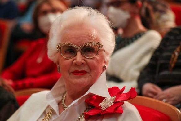 70-летняя Бабкина задрала ногу у всех на глазах