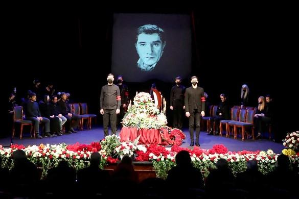 С Джигарханяном в могилу закопали 400 тысяч