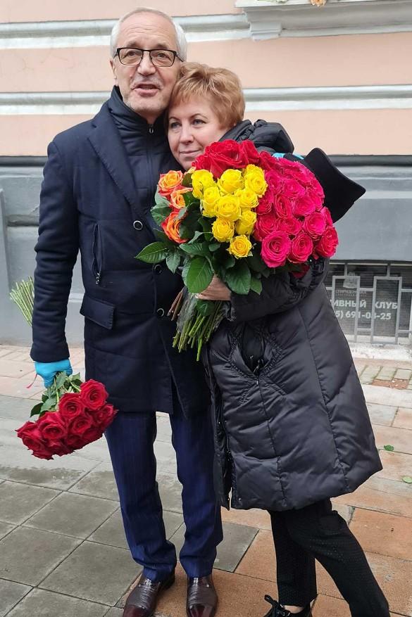 Маленькое чудо: народ поздравляет счастливую вдову Этуша