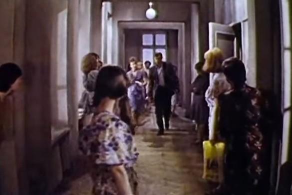 """Кадр из фильма """"Одиноким предоставляется общежитие"""""""