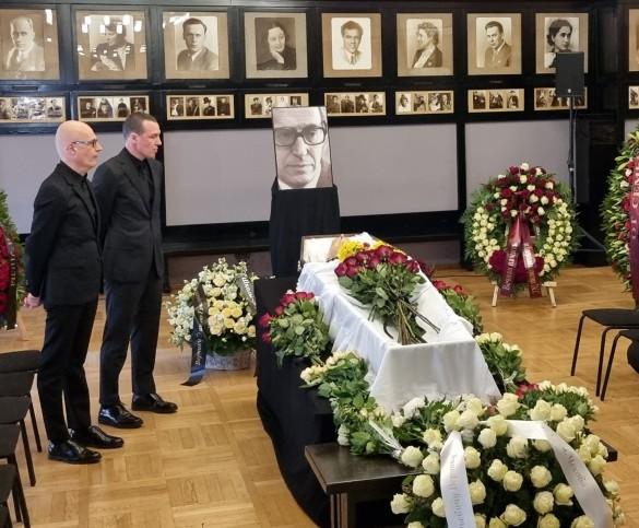 Вадим и Игорь Верник у гроба отца. Фото: Феликс Грозданов