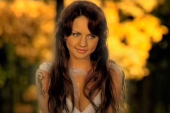 """Фото МакSим из клипа на хит """"Нежность"""".  В 2007 году песня была переработана и выпущена под названием """"Наше лето"""" совместно с рэпером Бастой. Кадр youtube.com"""