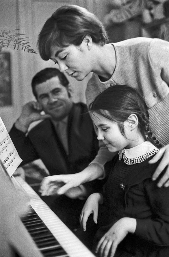 Эдита Пьеха с семьей. Фото Валерия Генде-Роте (Фотохроника ТАСС)