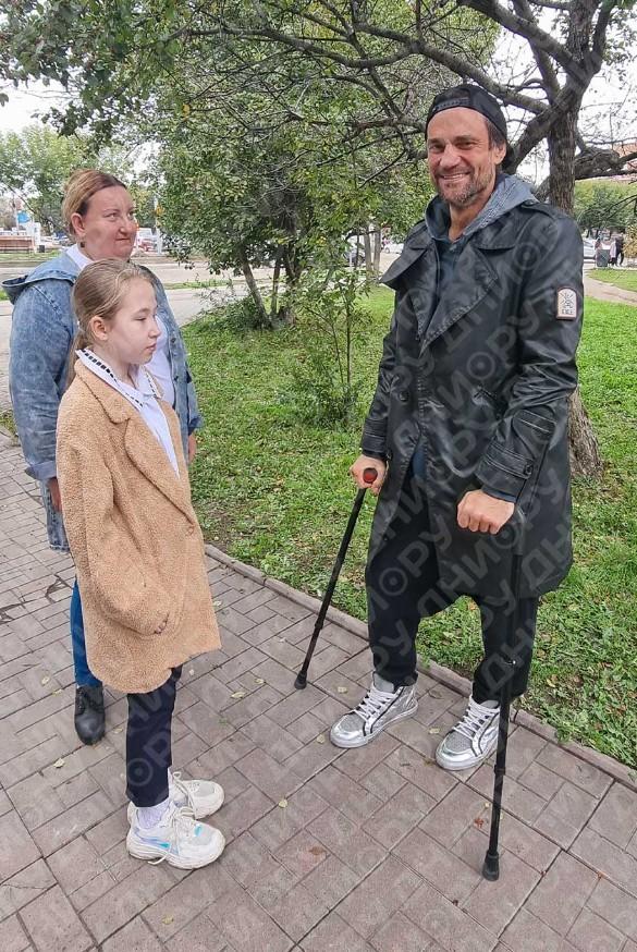 Дмитрий Миллер и поклонники. Фото: Феликс Грозданов / Дни.ру