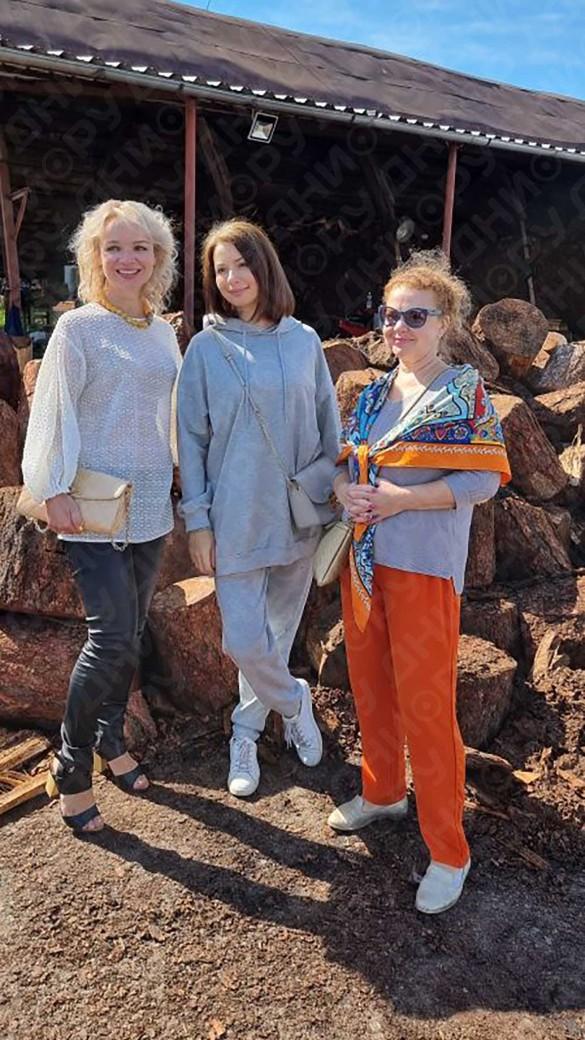 Виталина Цымбалюк-Романовская, Ирина Лачина и Татьяна Абрамова. Фото: Дни.ру