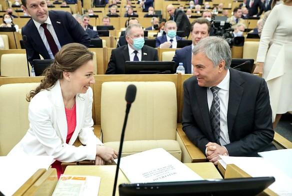 Вячеслав Володин и Анна Кузнецова. Фото: Duma.gov.ru