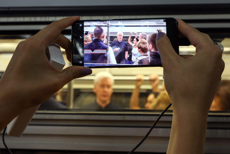 Доконца года навсех станциях московского метро установят виртуальные книжные полки