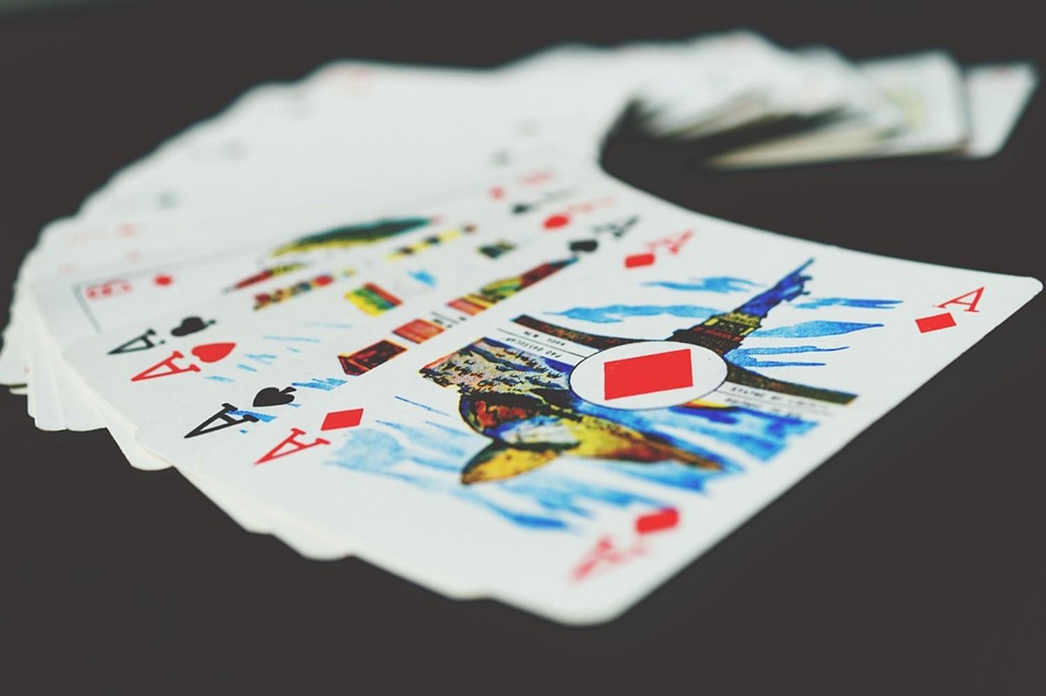 На сайте Dni.Ru вы можете бесплатно играть в пасьянс