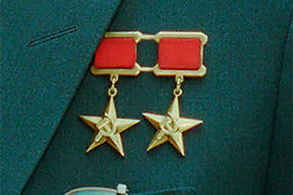 Герои труда получат звезду и бюст на родине