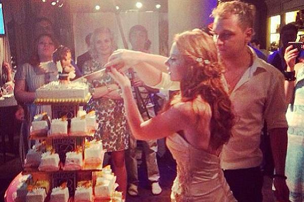 Катина поделилась свадебными фото