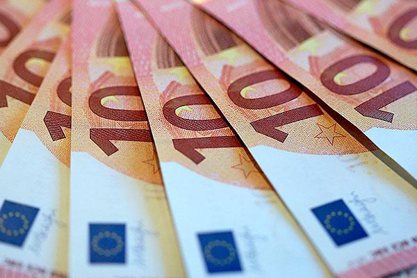 Евро взлетел до 49 рублей