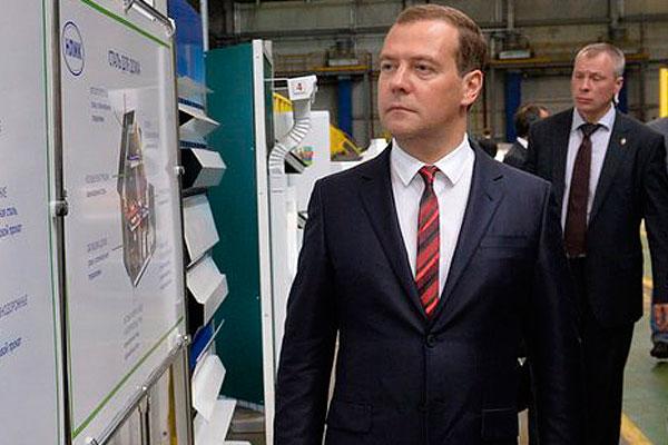 Медведев инспектирует супермаркеты