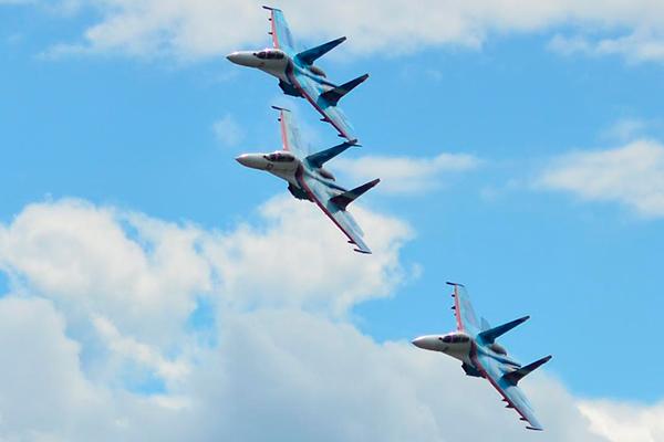 Самолеты прикрыли войска с воздуха