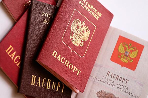 Жители Латвии массово становятся россиянами