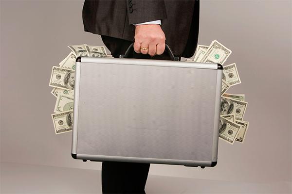 Сантехник украл $450 тысяч