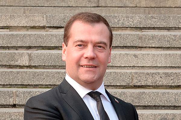 Медведев предложил ввести tax free