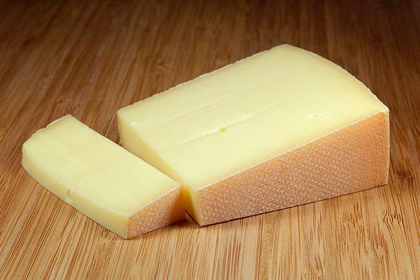 Украинский сыр признали опасным