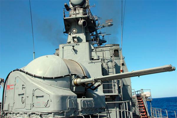 Корабли ВМФ защитили гумконвой