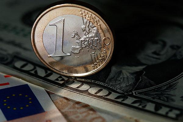 Доллар и евро установили новые рекорды