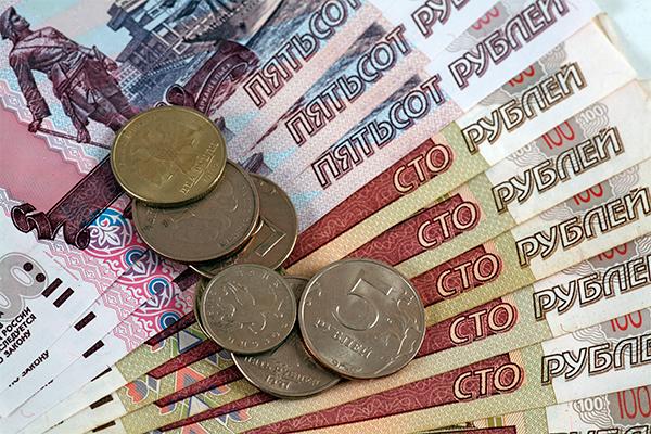 Как падение рубля ударило по россиянам