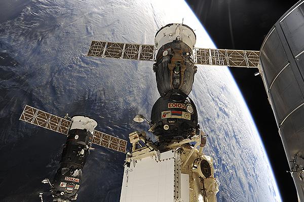 Чем угощают космонавтов в Новый год (видео)