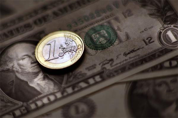 Евро обесценится до 90 центов