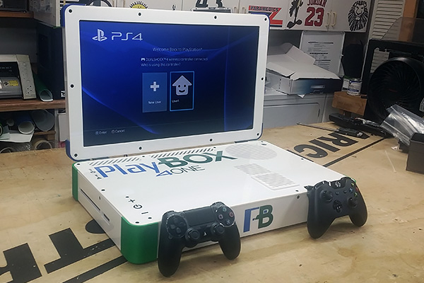 Хакер сделал ноутбук из PS4 и Xbox