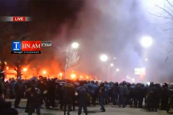 В Гюмри атаковали консульство России