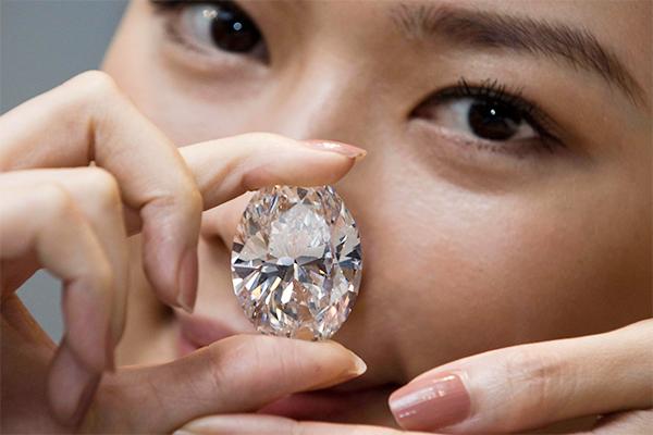 Россияне массово скупают бриллианты