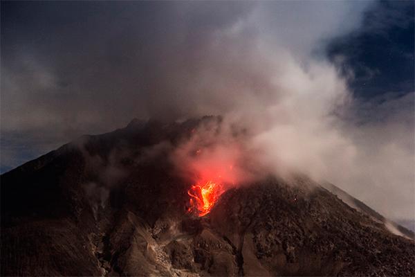 Вулкан завалил мексиканцев пеплом