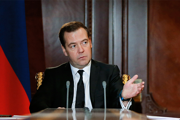 Медведев посадит пенсионеров за компьютер
