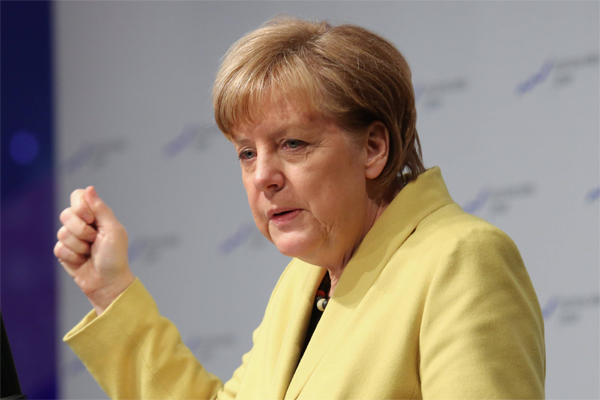 Меркель требует деньги у неугодной Греции