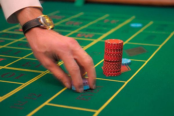 Охранник в казино в москве быстрые карты играть
