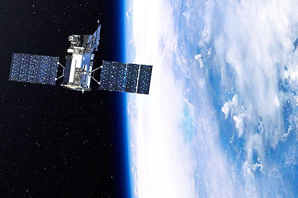 Взорвался военный спутник США