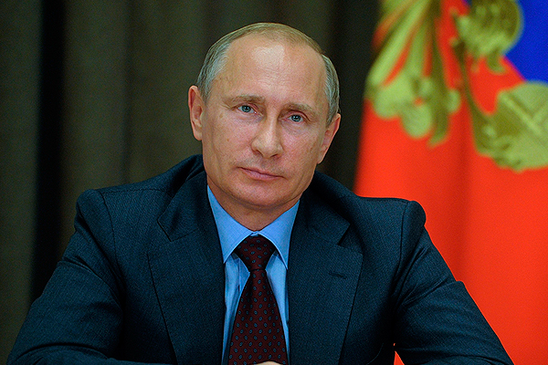 Путин поздравил матерей с 8 марта