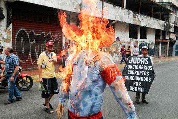 В Венесуэле сожгли чучело Обамы