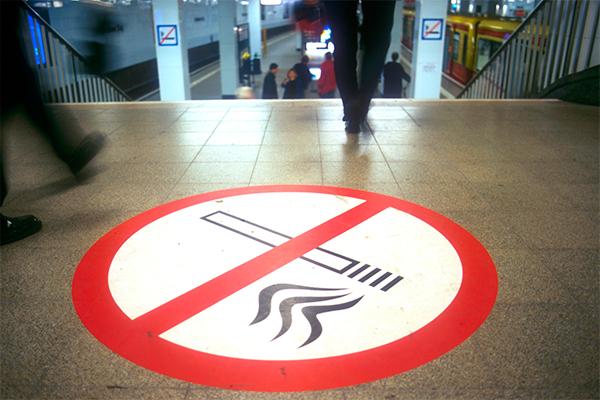 Курильщиков будут штрафовать на месте