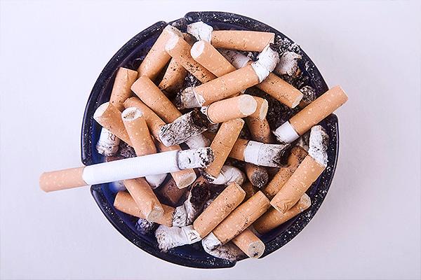 Курильщики обрекают детей на нищету