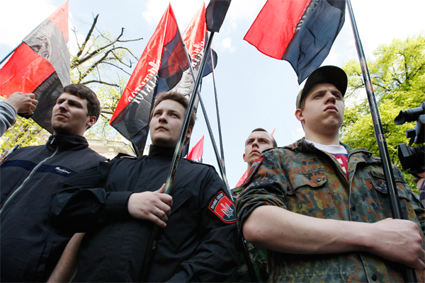 """""""Правый сектор"""" захватил коммунистов"""