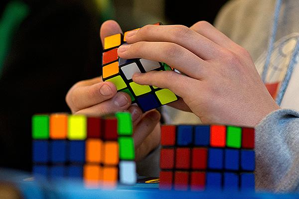 Пресекли ввоз кубиков Рубика