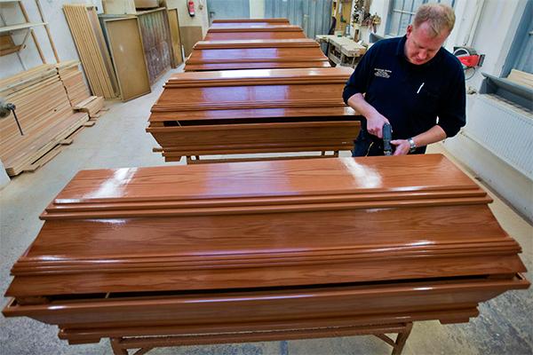 Гробовщики жалуются на толстых покойников