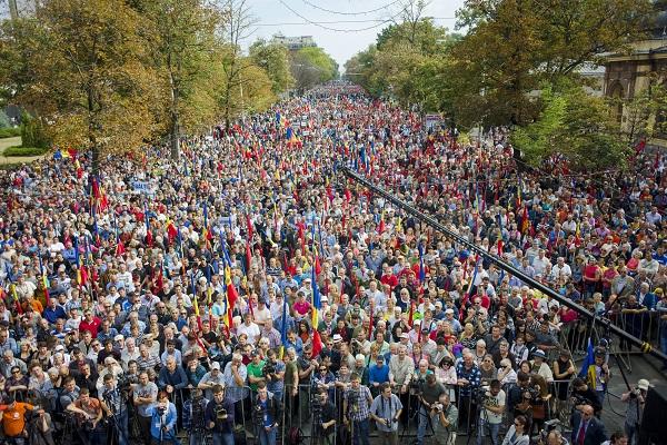У парламента Молдавии подрались
