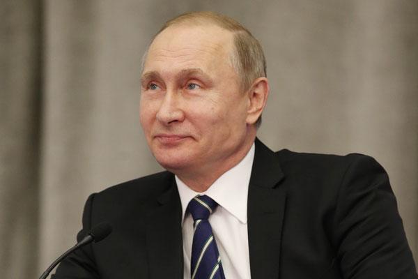 Путин пошутил о бедных чиновниках